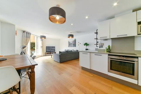 3 bedroom flat to rent - Pavillion House, Water Gardens Square, London SE16