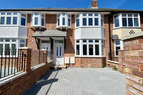4 bedroom terraced house for sale - Windsor Avenue, Uxbridge, UB10