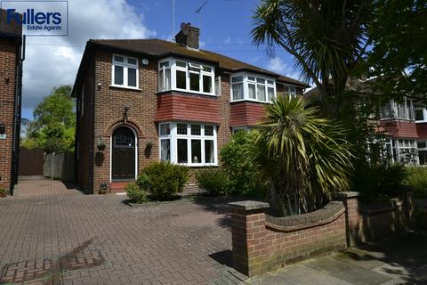 3 bedroom semi-detached house for sale - Fountains Crescent, Southgate, London N14