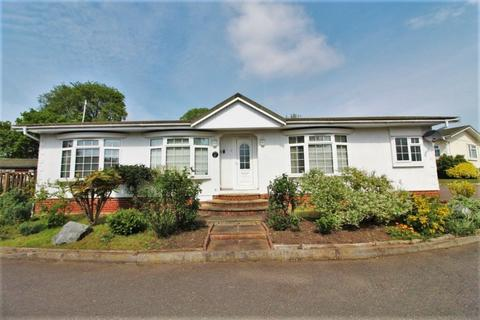 2 bedroom lodge for sale - Blueleighs Residential Park, Great Blakenham, Ipswich, IP6