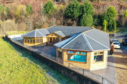 4 bedroom detached bungalow for sale - Woodland Terrace, New Tredegar, NP24