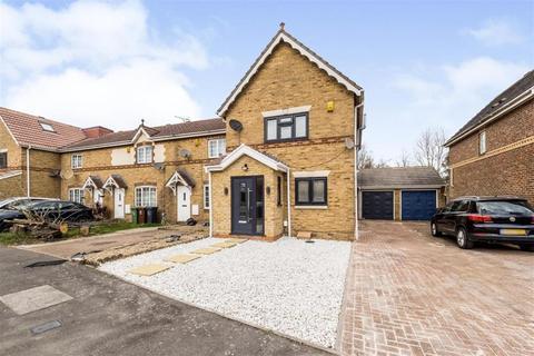 3 bedroom end of terrace house for sale - Keel Close, Barking, Essex, IG11 0XR