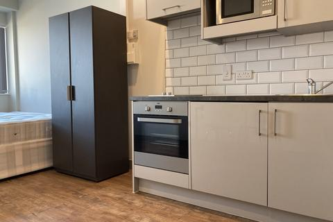 Studio to rent - Brenchley House 123-135 Week Street ME14