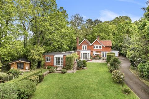 4 bedroom detached house for sale - Horsham Road, Handcross, Haywards Heath, RH17