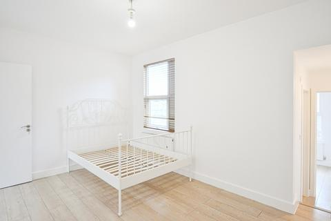 4 bedroom terraced house to rent - Montague Road, London, N15