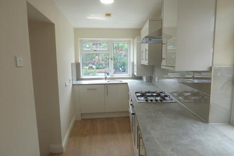 2 bedroom maisonette to rent - Petersfield Avenue, Slough, SL2