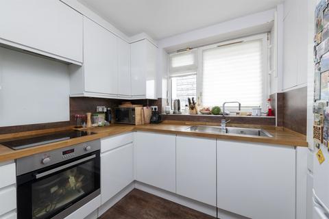 2 bedroom flat for sale - Ethelburga Street, SW11