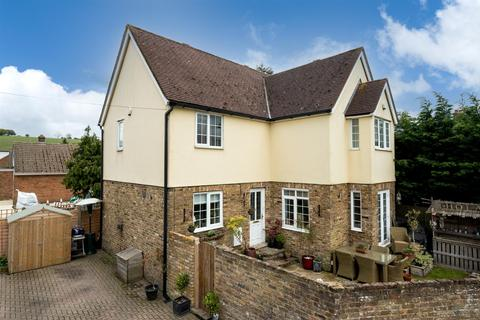 3 bedroom detached house for sale - Main Road South, Dagnall, Buckinghamshire, HP4 1QX