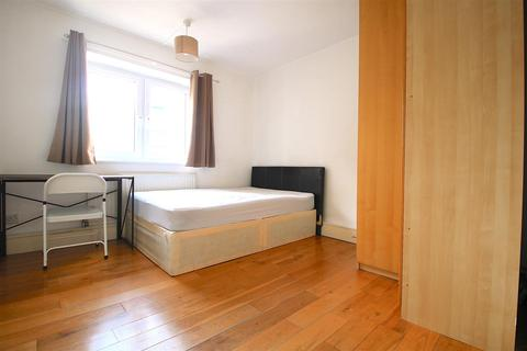 3 bedroom flat to rent - Digby Street, London