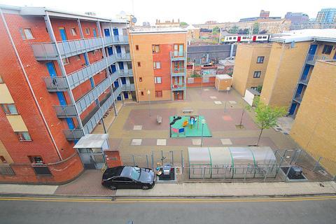 3 bedroom flat to rent - Barnsley Street, London