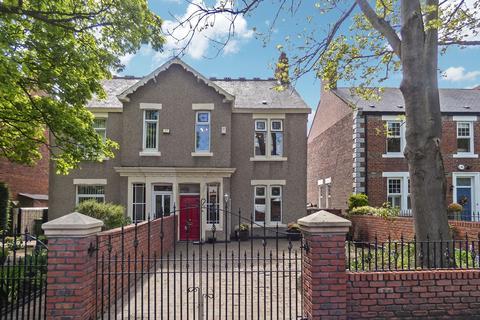 3 bedroom semi-detached house for sale - Croft Terrace, Jarrow, Tyne and Wear, NE32 5BN