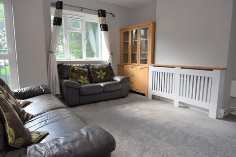 2 bedroom flat to rent - Restons Crescent London SE9
