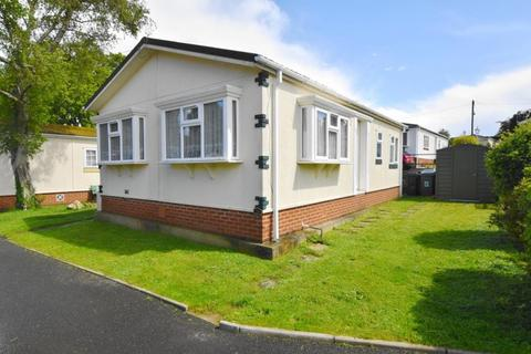 2 bedroom detached house for sale - Ensbury Park Bournemouth BH10 5AJ