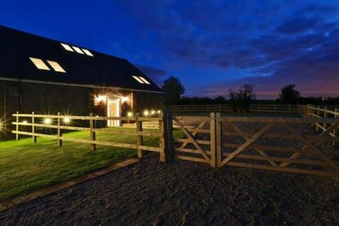 4 bedroom barn conversion to rent - Ashby Road, Tamworth