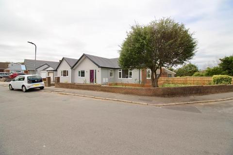 3 bedroom detached bungalow to rent - Caynham Avenue, Penarth, CF64 5RR