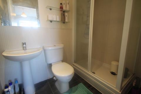 2 bedroom apartment to rent - Pembroke Road, Ruislip, HA4
