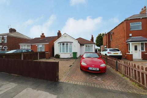 2 bedroom detached bungalow for sale - Golf Links Road, Hull