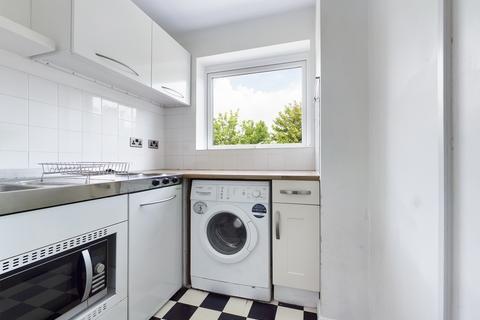 Studio to rent - Windermere Court , East Drive , Brighton BN2