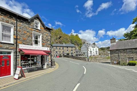 Retail property (high street) to rent - Beddgelert, Caernarfon, Gwynedd, LL55