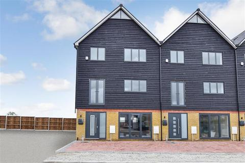 5 bedroom townhouse for sale - Waterside Close, Faversham, Kent