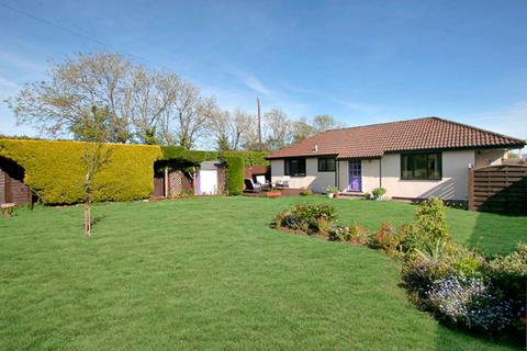 2 bedroom detached house for sale - Stour Hill Park, West Stour