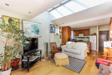 2 bedroom ground floor flat for sale - Valmar Road, SE5 9NG