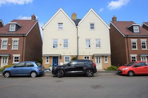 4 bedroom semi-detached house to rent - Tavener Drive, Biggleswade