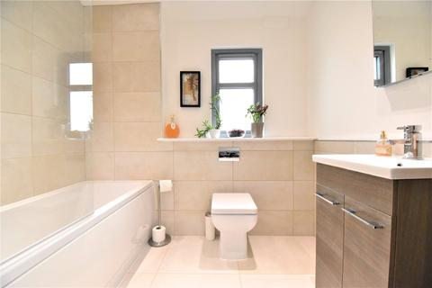 2 bedroom apartment to rent - Courtlands, Maidenhead, Berkshire, SL6