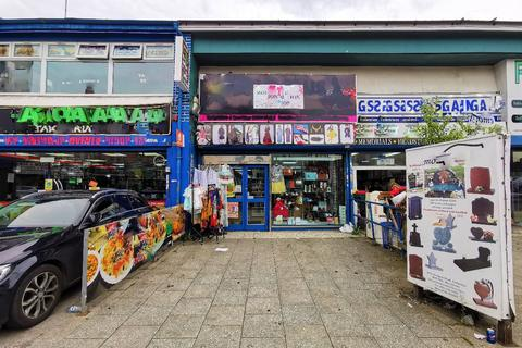 Property to rent - Stockport Road, Longsight, Manchester, M13