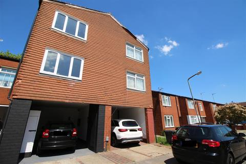 4 bedroom house to rent - Newteswell Drive, Waltham Abbey
