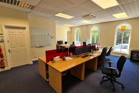 Office to rent - Station Road, Edgware