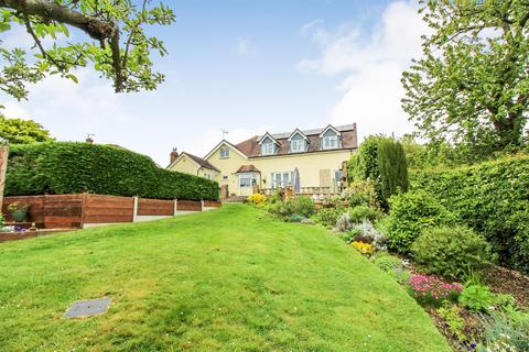 5 bedroom detached house for sale - South View Road, Danbury