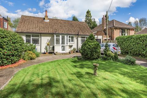 2 bedroom detached bungalow for sale - Ricketts Hill Road, Tatsfield TN16