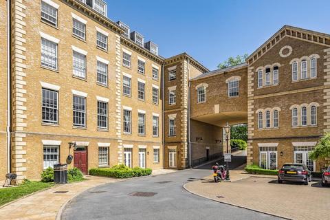 2 bedroom flat for sale - Princess Park Manor East Wing,  Royal Drive,  London,  N11