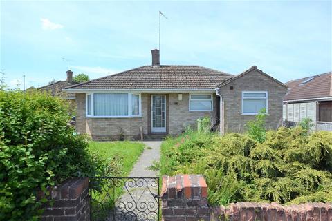 2 bedroom detached bungalow for sale - Lincoln Avenue, Cheltenham, GL51 3DD