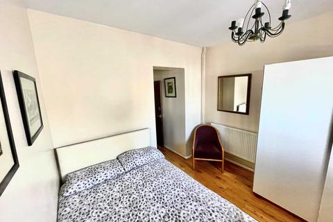 1 bedroom in a house share to rent - Hammersmith Grove, Hammersmith