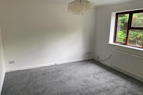 2 bedroom flat to rent - Ewell KT17