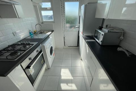 4 bedroom flat to rent - Green Lanes, London