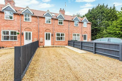 2 bedroom terraced house for sale - Scarning