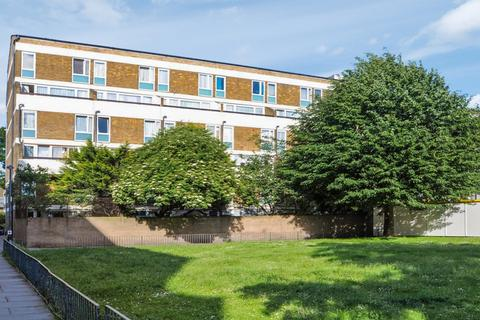 4 bedroom duplex to rent - Hitchin Square, Bow E3