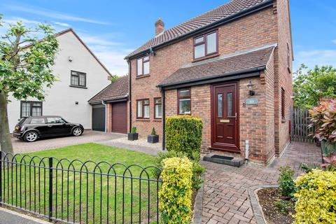 4 bedroom detached house for sale - Swan Approach, Beckton, London, E6