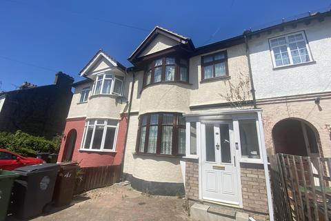1 bedroom in a house share to rent - Alpha Road, Chingford ,