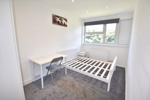 4 bedroom house share to rent - Chertsey Close, Luton