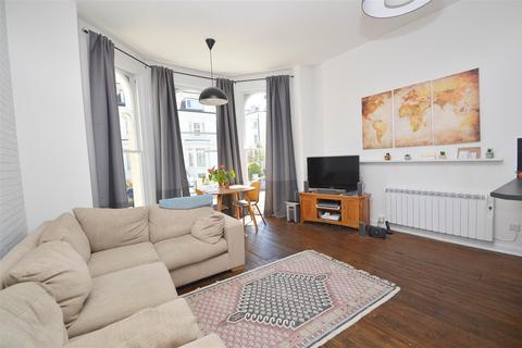 2 bedroom flat for sale - Spencer Road, Eastbourne