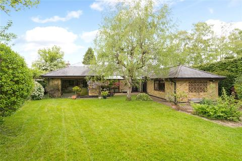 5 bedroom bungalow for sale - Clifton Road, Amersham, Buckinghamshire, HP6