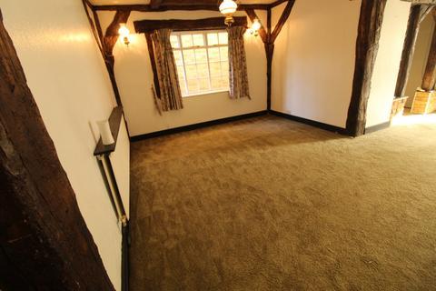 4 bedroom semi-detached house to rent - Uxbridge, UB8