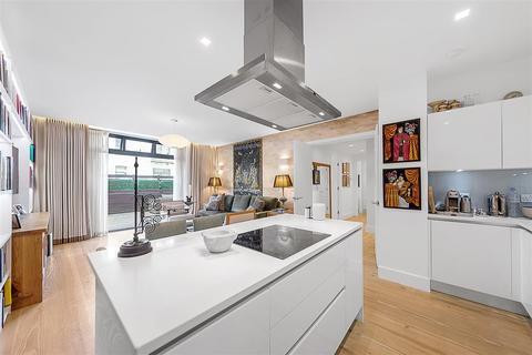 2 bedroom flat for sale - Yvon House, Alexandra Avenue, SW11