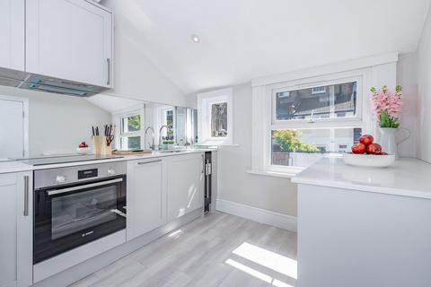 2 bedroom flat for sale - Gilbey Road, London SW17