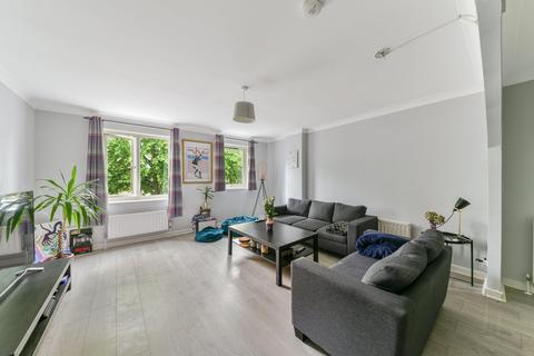4 bedroom semi-detached house to rent - Gunwhale Close, London SE16