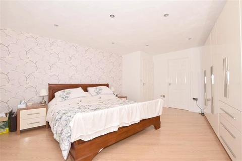 4 bedroom semi-detached house for sale - Shelley Road, East Grinstead, West Sussex